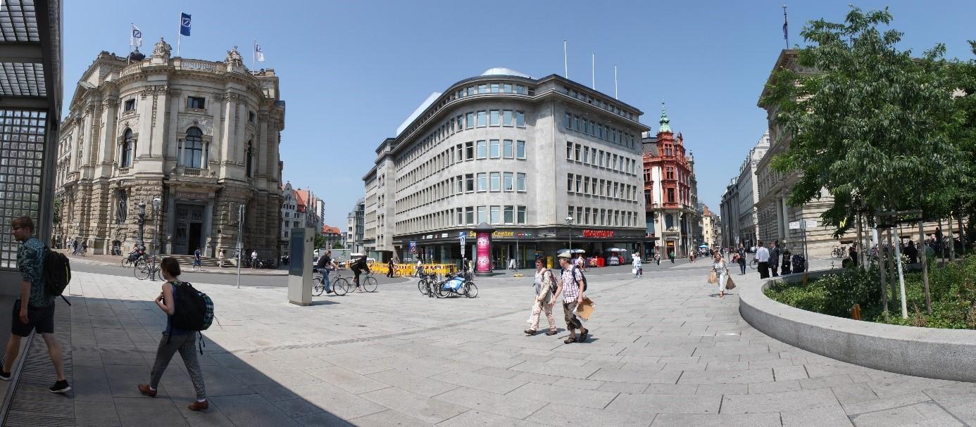 Das architektonisch anspruchsvolle Merkurhaus bildet das Entree zur Haupteinkaufsstraße Petersstraße