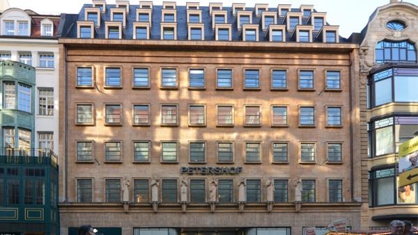 Der Petershof ist eines der bekanntesten historischen Gebäude in Bestlage in der Leipziger Innenstadt. Die ARCADIA Investment Group hat hier über nunmehr vier Etagen ihren Sitz eingenommen.