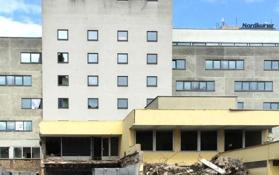Achim Griese Treuhandgesellschaft mbH and ARCADIA Investment GmbH have started demolition work for Marien-Carrée in Neubrandenburg