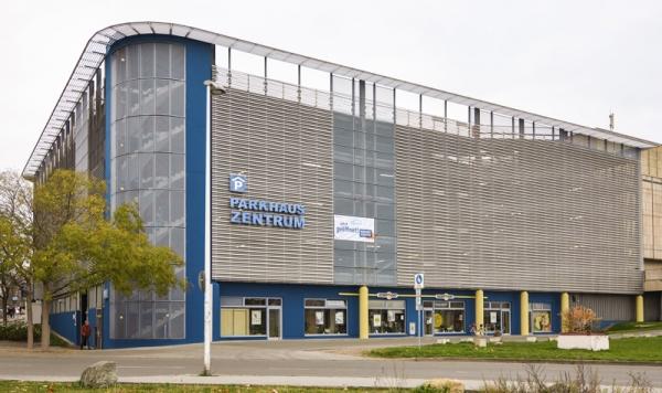 """""""Parkhaus Zentrum"""" in Gera mit neuer Fassade"""