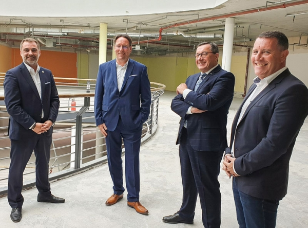 von links: Oberbürgermeister Julian Vonarb, geschäftsführender Gesellschafter der ARCADIA Alexander Folz, DMS-Geschäftsführer Johannes Heibel und DMS-Leiter Organisation/IT Michael Hopf