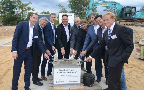 "ARCADIA und Goldbeck Nordost GmbH celebrate the laying of the foundation stone for multi-storey car park ""Northgate"""